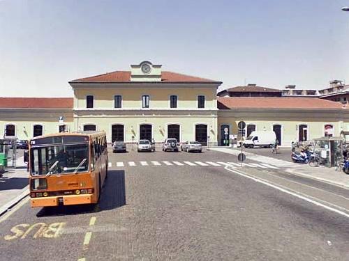 pavia stazione treni foto